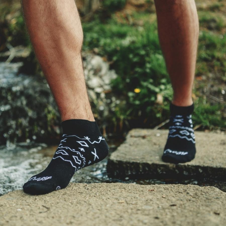 Ponožky Čičmany krátke čierne